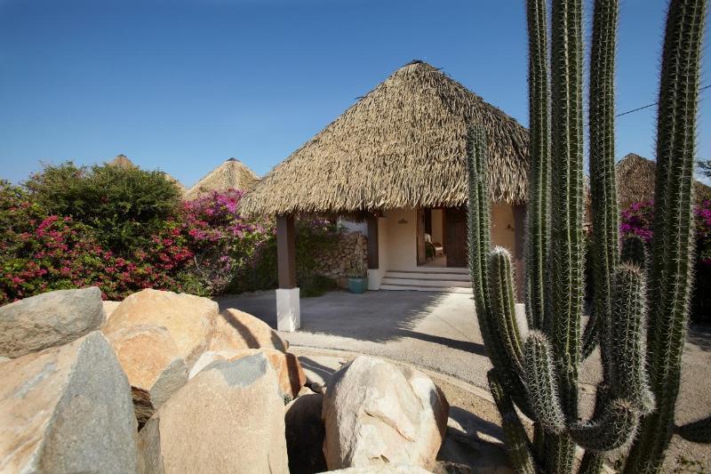 Drive way - Villa Calabas -Tropical Panoramic Island Views - Noord - rentals