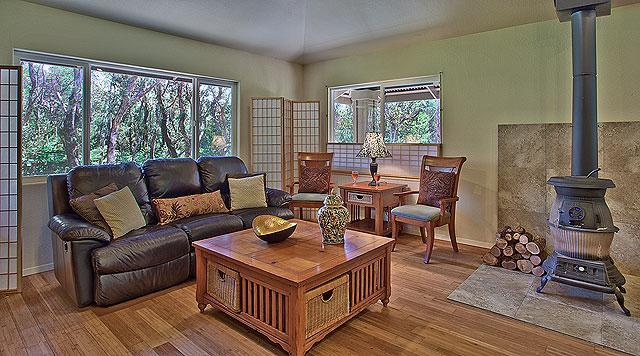 Seventh Heaven  3 bed/2 bath with Hot Tub! - Image 1 - Volcano - rentals