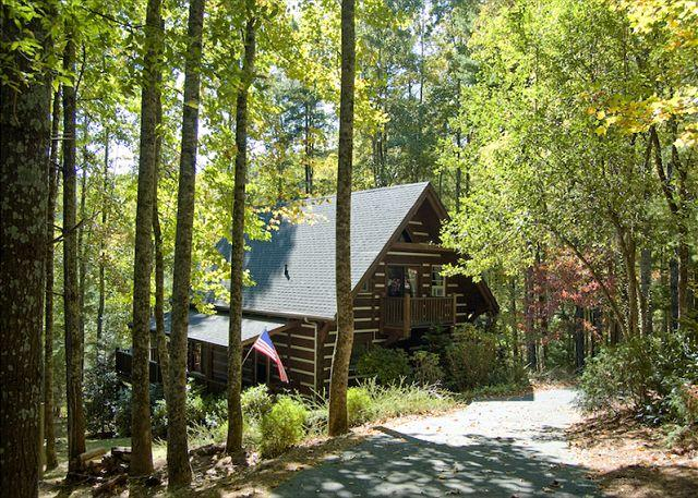 Fall Foliage - Rustic Log Cabin on the Lake - River Access - Fleetwood Falls - Wi-Fi Added! - Fleetwood - rentals