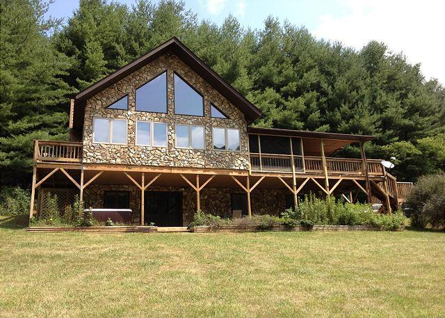 New River Lodge - Hot Tub - Fire Pit - Pool Table - Sleeps 12 - Image 1 - Lansing - rentals