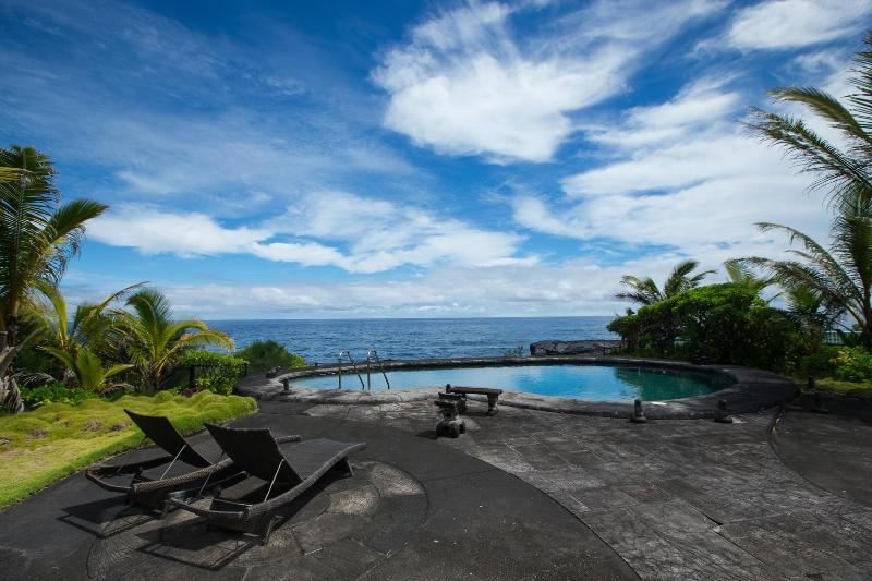 Oeanfront Luxury Home 3.5 Bdr. Heated Pool & Spa - Image 1 - Keaau - rentals