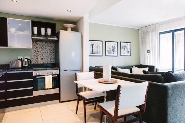 Kitchen and living space - Deluxe 1-Bedroom Apartment in De Waterkant - Cape Town - rentals