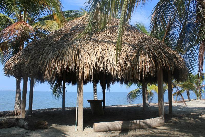Kioscos con mucha sombra - Estupendo Apartamento en Condo junto a la playa - Santa Marta - rentals