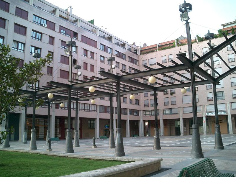 Building - Nice apartment in Pamplona, close to old town - Pamplona - rentals