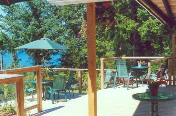 Huge Wraparound Decks with Private Hot Tub & BBQ - Private Waterfront Bluewater Cottage/Bowen Isld - Bowen Island - rentals