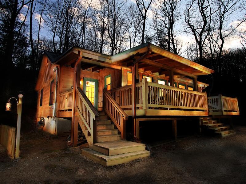 Cherokee Point - Views! Private setting, Hot Tub - Image 1 - Ellijay - rentals