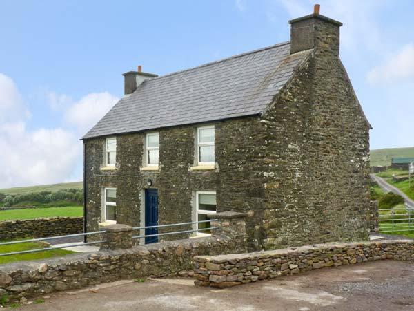 STONE COTTAGE, near to the coast and picturesque walks, en-suite bathrooms, sea views, with a garden in Ballydavid, Ref 17689 - Image 1 - Dingle - rentals