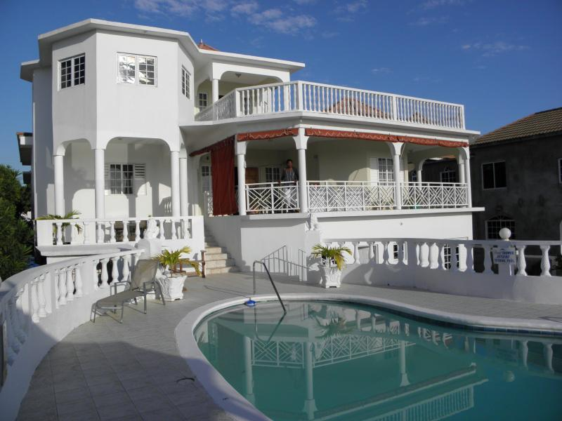 Villa LouJo - Premier Villa with Amazing Ocean Views - Woodston - rentals