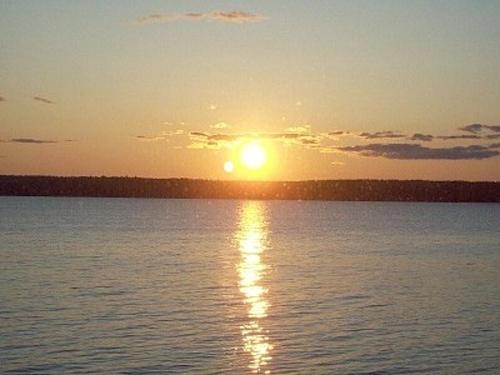 Fabulous sunsets! - Quarterdeck 2 bedroom shore front fabulous sunsets - Trenton - rentals