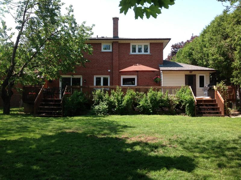 Back of house with large deck and private backyard - Beautiful 4 Bedroom House Near PAN AM Games Venue - Toronto - rentals