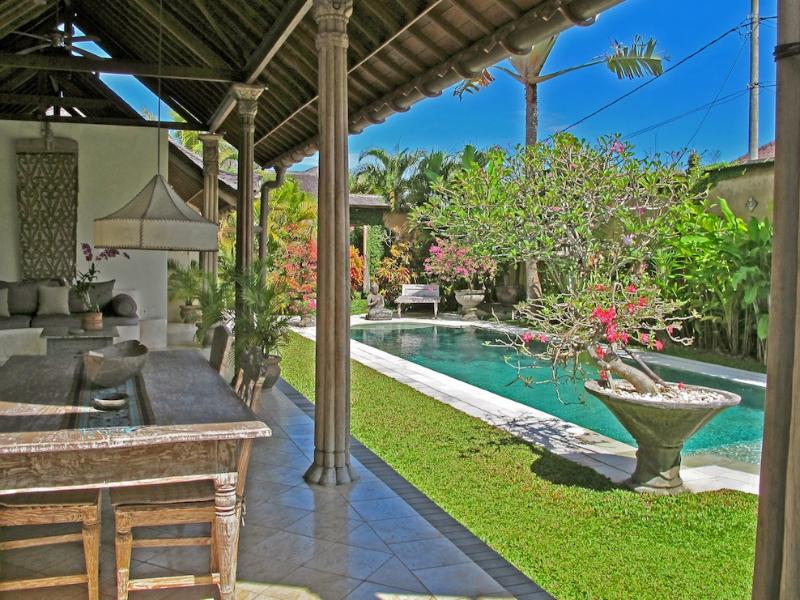 Charming Spacious villa with large 14m pool and lush garden - Lovely Traditional Villa Aisis in heart of Seminyk - Seminyak - rentals