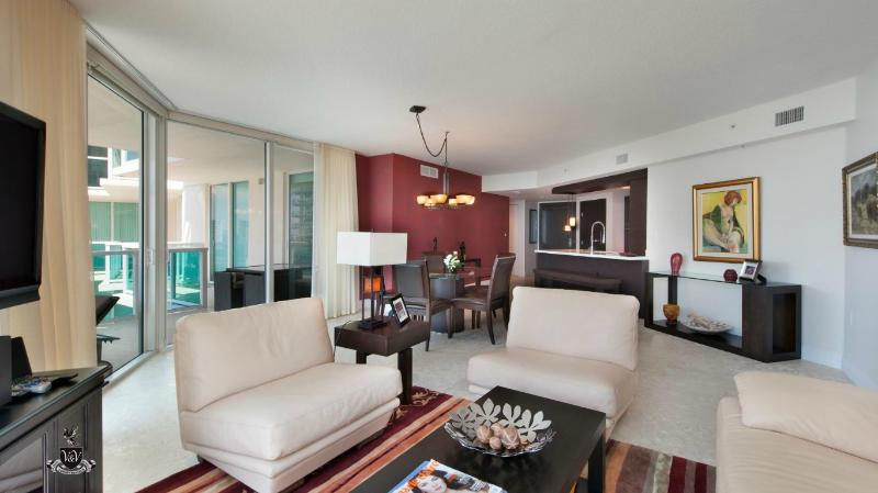 Living Room - LUXURY 3 BEDROOMS WATERFRONT !! SPECTACULAR BRAND NEW 5 STAR CONDOMINIUM!! - Sunny Isles Beach - rentals