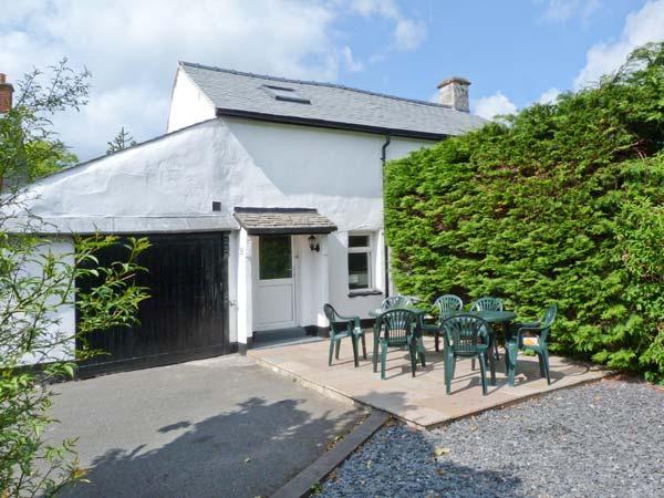 HILLRISE COTTAGE, character cottage, pet friendly, off road parking, village centre location, in Flookburgh, Ref 17526 - Image 1 - Flookburgh - rentals