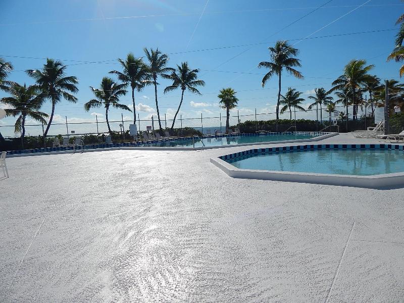 2 pools heated - Mobile Home in Venture Out Sleeps 4 Mile Marker 23 - Cudjoe Key - rentals