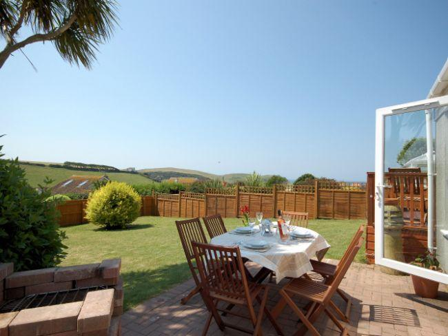 Patio area with garden furniture - HOPEC - Hope Cove - rentals