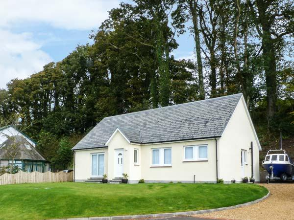 OSPREY VIEW, sea views, off road parking, with a garden, in Creetown, Ref 13348 - Image 1 - Creetown - rentals