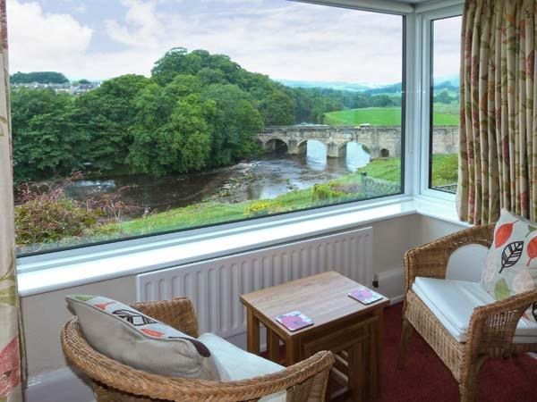 RIVERSIDE, welcoming apartment with river views, off road parking, and garden, in Grassington, Ref 19135 - Image 1 - Grassington - rentals