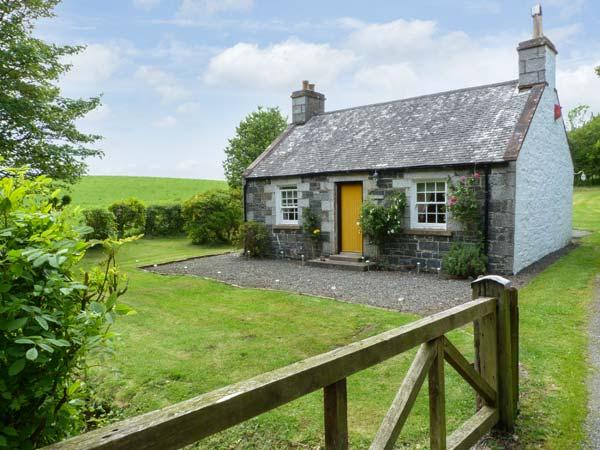 ROSE COTTAGE, near walks and fishing, off road parking, with a garden, in Stranraer, Ref 8201 - Image 1 - Stranraer - rentals