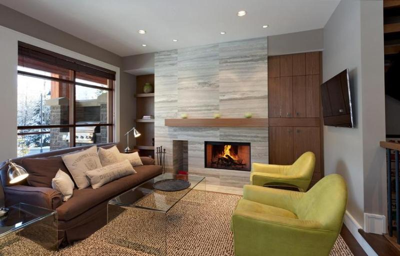 Large open concept living / kitchen area with a wood burning/ gas assisted fireplace and balcony overlooking the mountain slopes with large DCS BBQ. - Whistler Ideal Accommodations: Deluxe 4 bedroom plus media room - Whistler - rentals