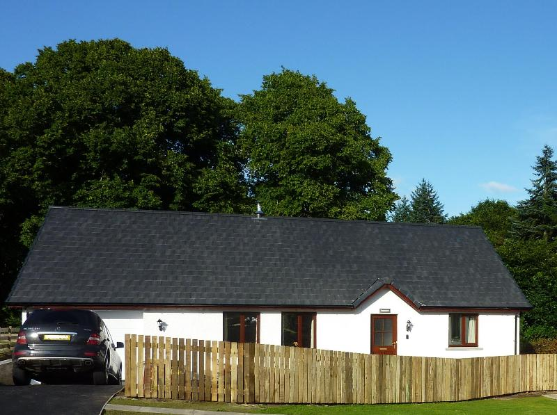 Bowmore is nestled amongst the most beautiful trees. - Bowmore - Luxury 3 bed cottage, Fort Augustus - Fort Augustus - rentals
