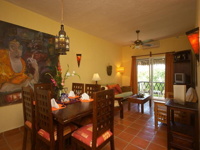 overview of living and dining area - LAS FLORES GIRASOL - less than 100 yards to beach! - Playa del Carmen - rentals