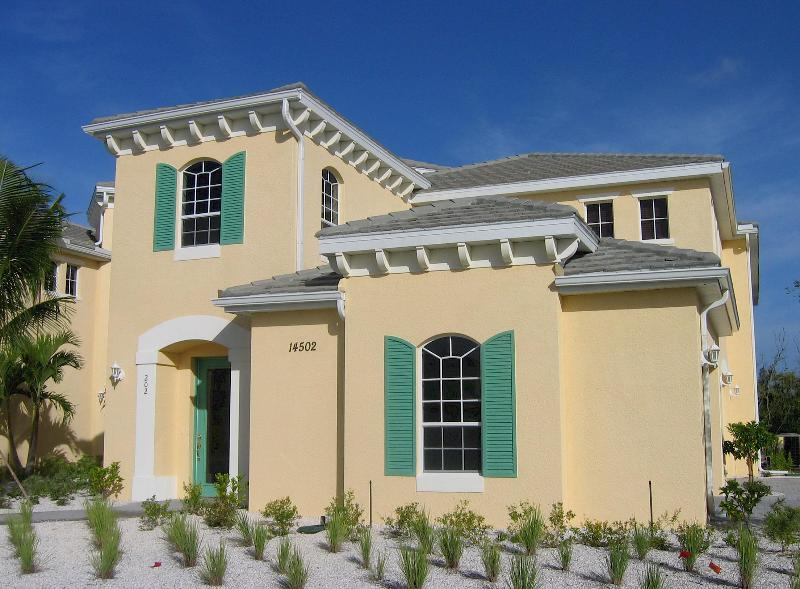 Outside of house - Fort Myers Carriage House Min. to Sanibel, Captiva - Fort Myers - rentals