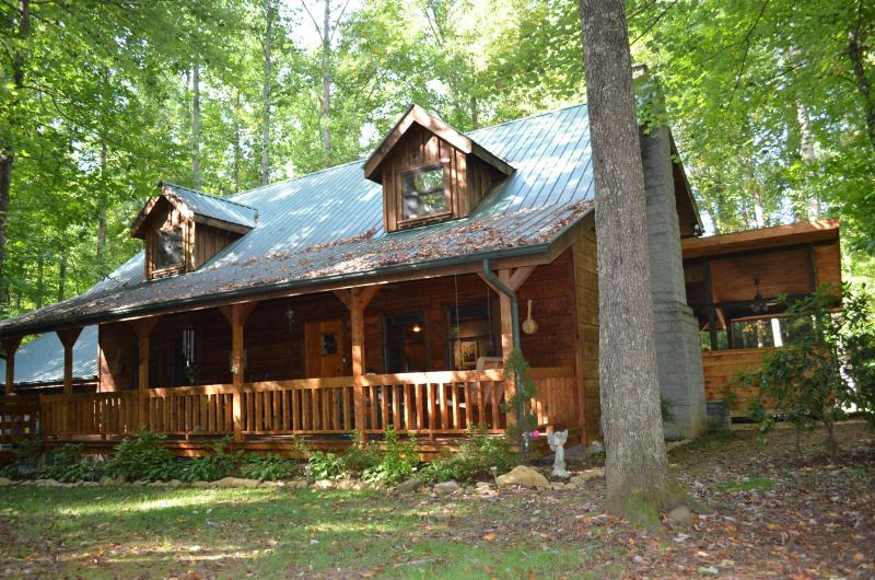 Welcome to Three Little Birds - Beautiful hand-hewed log cabin on edge of Smokies - Cosby - rentals