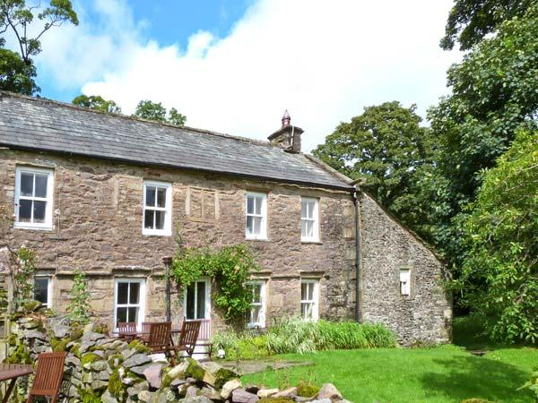 HIGH SPRINTGILL COTTAGE, character cottage,  woodburner, off road parking,and garden, in Ravenstonedale, Ref 10542 - Image 1 - Ravenstonedale - rentals