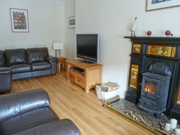 SEASPRAY family friendly, two woodburning stoves, sea views in Saint Monans Ref 18418 - Image 1 - Saint Monans - rentals