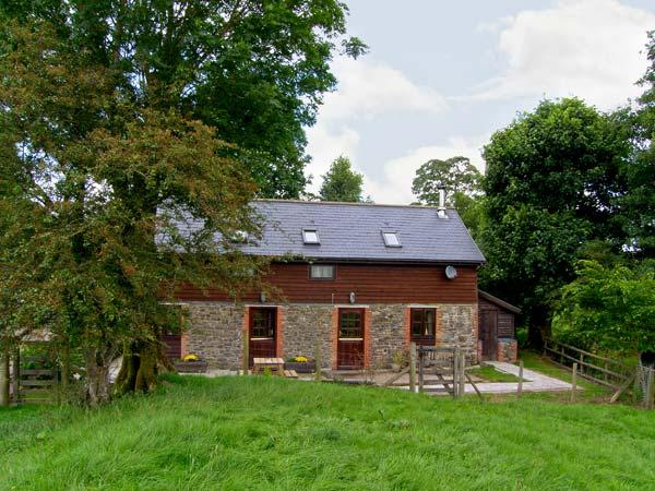 WHITE WALLS on working farm, pet-friendly, beautiful views in Llanbister, Ref 18800 - Image 1 - Llanbister - rentals