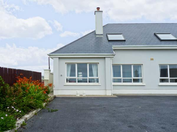 THE MEWS romantic retreat, open fire, close to beach in Lahinch Ref 19736 - Image 1 - Lahinch - rentals