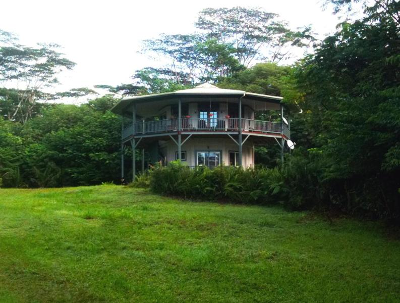 Welcome to our round house - Located on ten secluded acres of Hawaiian paradise. - Tropical Round House on Big Island of Hawaii - Pahoa - rentals