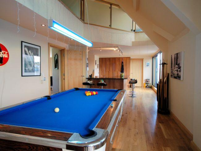 Open-plan lounge/kitchen with pool table - RPENT - Bideford - rentals