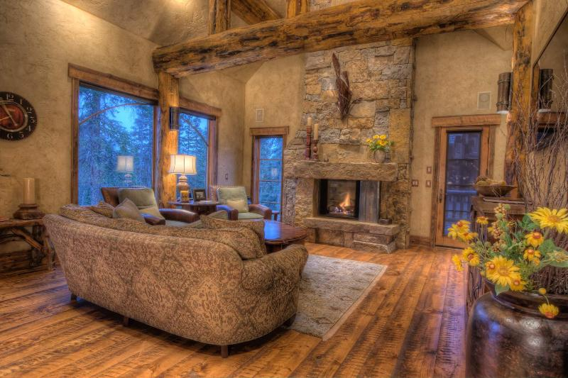 Living Room - GoldenView Chalet - Breckenridge Vacation Rental - Breckenridge - rentals