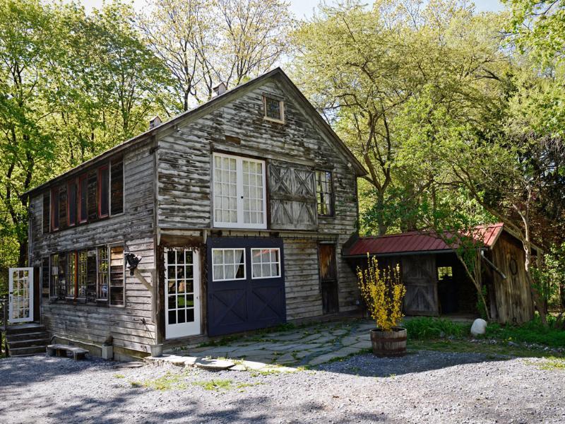 Welcome to The Barn in Tivoli! - Rustic-chic getaway walking distance from Tivoli - Tivoli - rentals