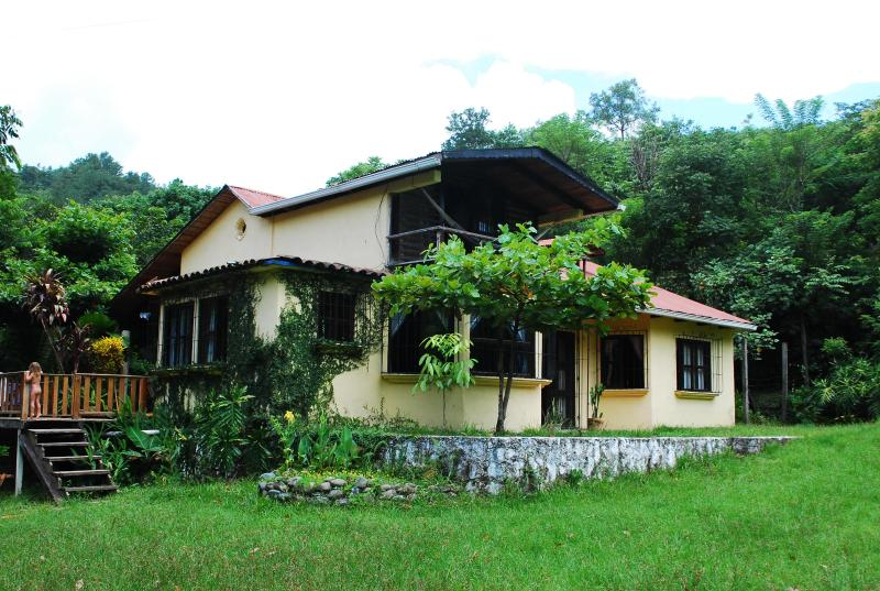 view of house from front garden - Semuc Champey, Lanquin ,Beautiful riverside house - Lanquin - rentals
