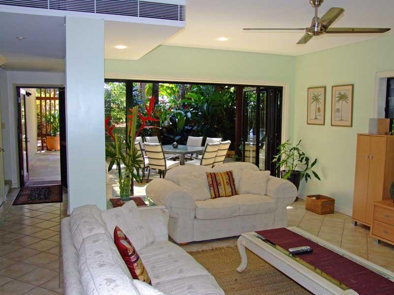 Open plan lounge opens onto private courtyard - The Villa Port Douglas - Port Douglas - rentals