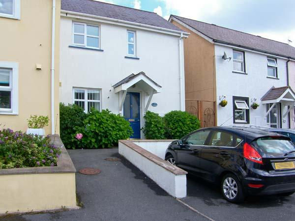 SWALLOWS, enclosed patio, parking, close to beaches in Saundersfoot, Ref 17458 - Image 1 - Saundersfoot - rentals