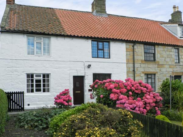LION COTTAGE, near walks, over three floors, with a garden, in Hinderwell, Ref 18044 - Image 1 - Hinderwell - rentals