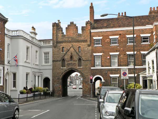 MORLEYS MEWS, lovely duplex apartment in historic market town, close cathedral, market & amenities. In Beverley Ref 18545 - Image 1 - Beverley - rentals