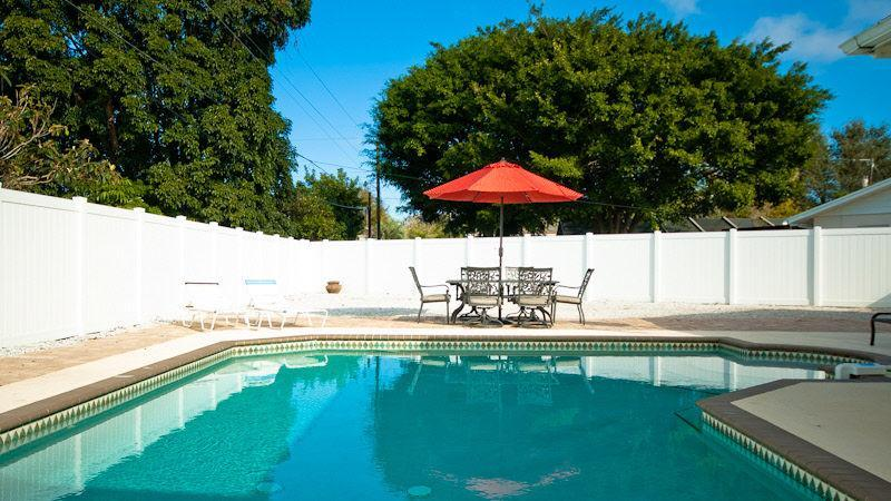 Large, private, saltwater pool - 3 bedrm, 3 bath, large private pool - Bradenton - rentals