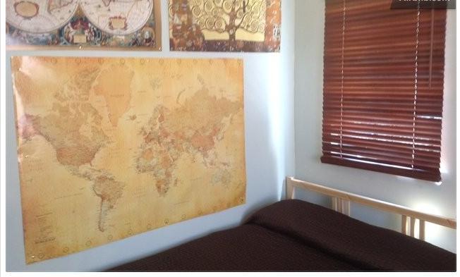 bed in front room area - Cute Los Feliz house cottage-walk to Trader Joe's - Los Angeles - rentals
