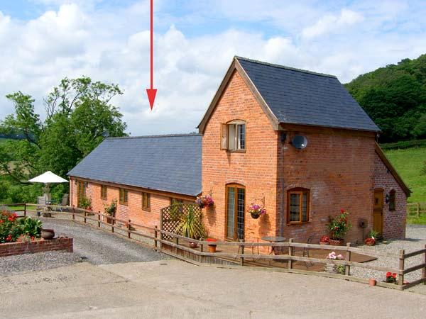 TALOG BARN, welcoming, pet friendly barn conversion, working farm, ideal walking and cycling spot, in Tregynon, Ref 18228 - Image 1 - Newtown - rentals