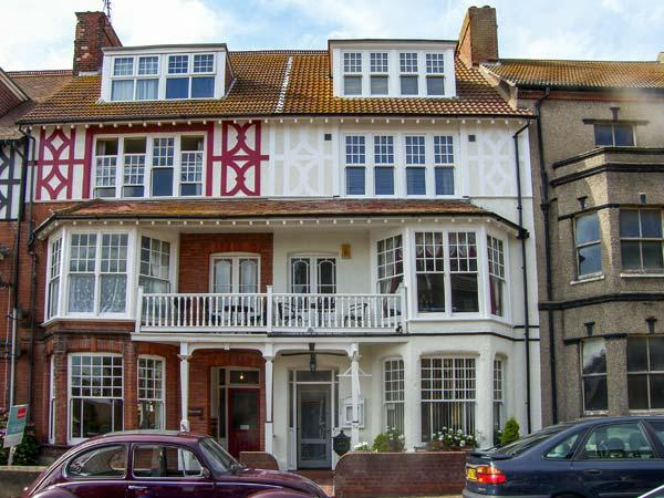BIRCH HOUSE, large property, en-suites, open fire, near beach in Cromer, Ref 18650 - Image 1 - Cromer - rentals