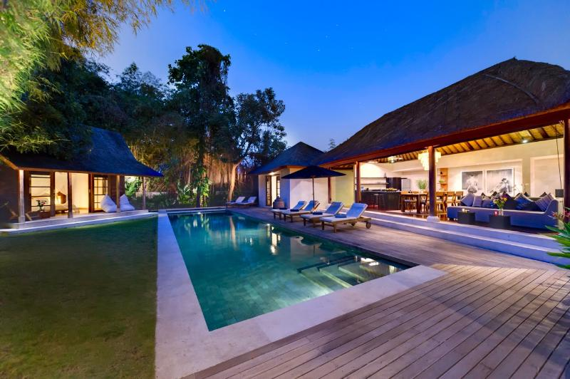 Villa Sacha by night - Amazing Villa Sacha in Seminyak - Seminyak - rentals