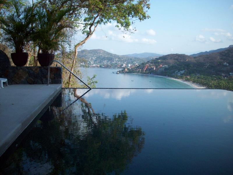 pool - beautiful 3 bedroom condo in Zihuatanejo, Mexico - Zihuatanejo - rentals