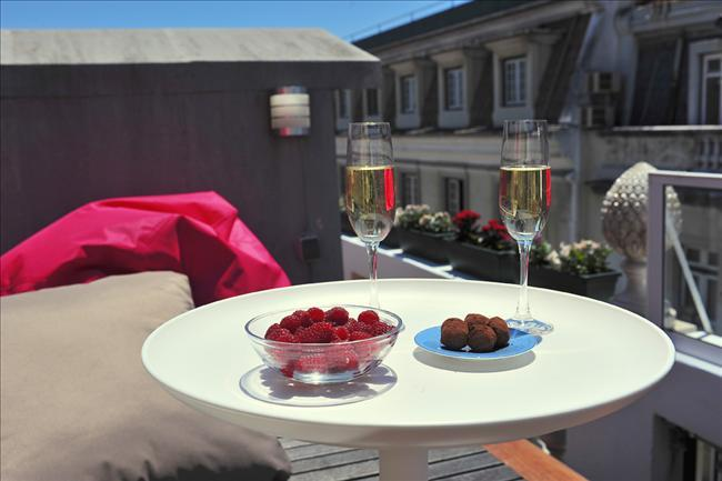 Chiado-Crucifixo I - lovely rooftop terrace, cosy and charming, fantastic location - Image 1 - Lisbon - rentals