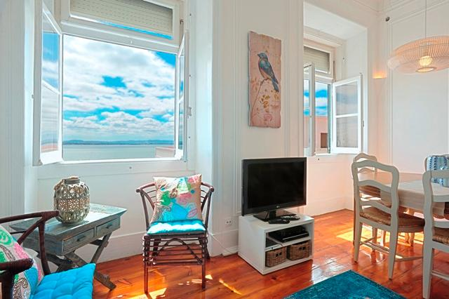 Remedios III -stunning river view, historic  area, 5 min to metro and Tram 28 - Image 1 - Lisbon - rentals
