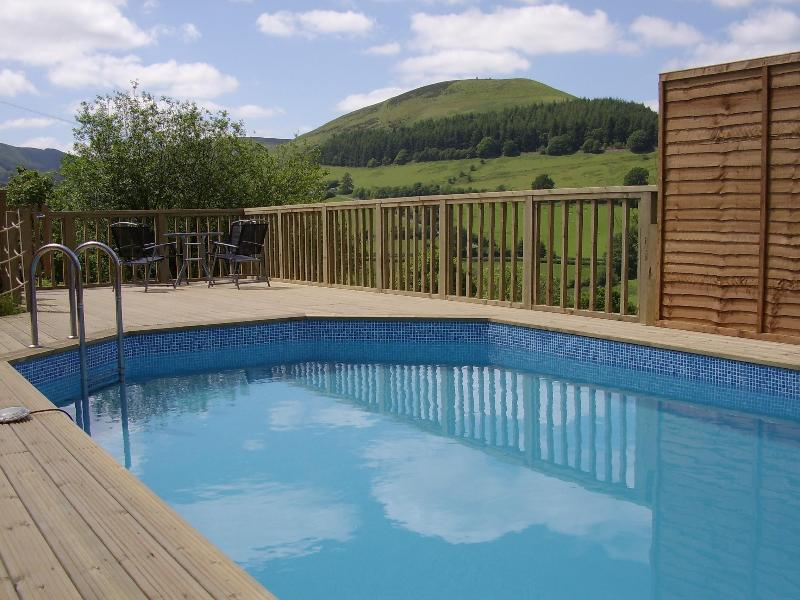Heated swimming pool with stunning views - 7 bedroom luxury cottage with heated pool in wales - Llanbrynmair - rentals