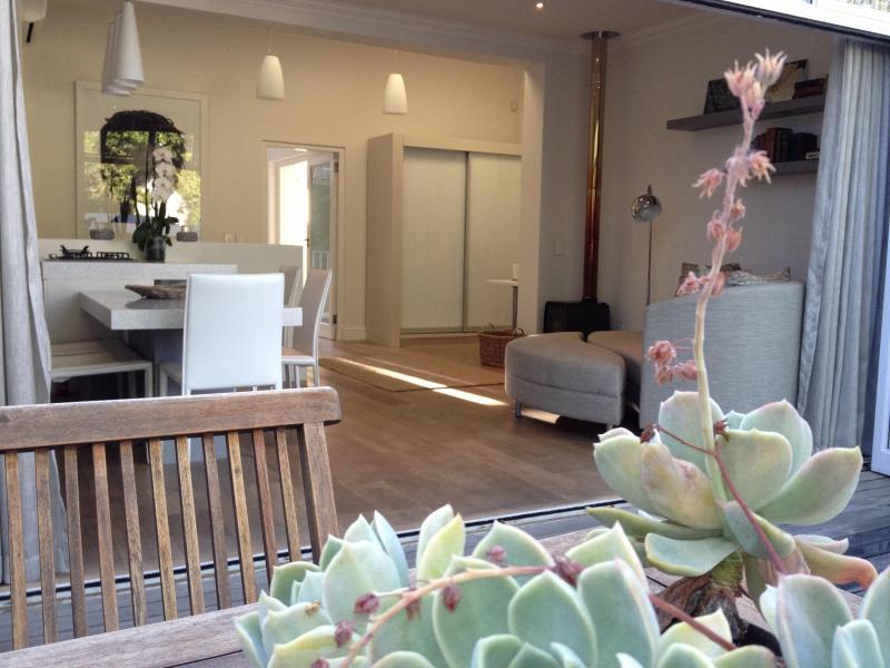 ambience on patio - Self-catering Stellenbosch apartment: Tuishuisie - Stellenbosch - rentals